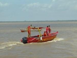 Buscas no rio Gumá Corpo de Bombeiros (Foto: Reprodução/TV Liberal)