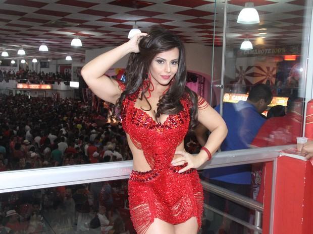 Viviane Araújo na quadra do Salgueiro, na Zona Norte do Rio (Foto: Thyago Andrade/ Brazil News)
