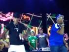 No palco de festa de 21 anos, Neymar mostra uma de suas dancinhas; vídeo