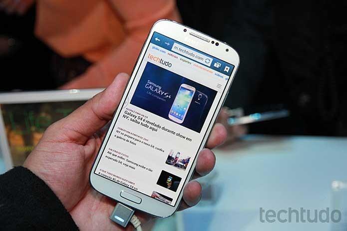 Samsung Galaxy S6 apresenta 128 GB de espaço interno (Foto: Allan Melo/TechTudo)