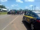 Estudantes interditam a rodovia BR-316, em Santa Izabel do Pará