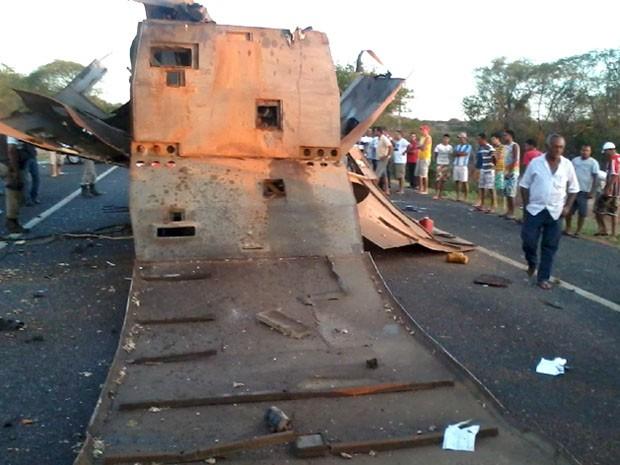 carro forte explodido na bahia (Foto: Rádio Caraíbas FM/ Divulgação)