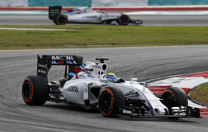 Felipe Massa sofreu com aproximação de Valtteri Bottas nas voltas finais do GP da Malásia (Foto: Reuters)