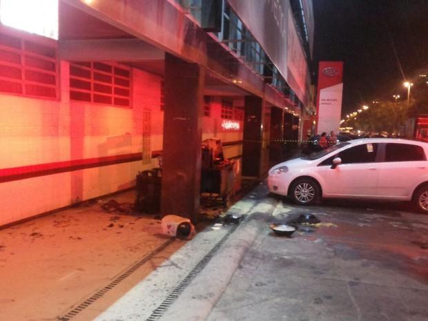 Faculdade do DF onde carrinho de batata palha pegou fogo à noite (Foto: Corpo de Bombeiros/Divulgação)