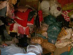 Idosas acumulavam lixo e materiais recicláveis há ao menos 30 anos em imóvel de Ribeirão Preto (Foto: Paulo Souza/EPTV)