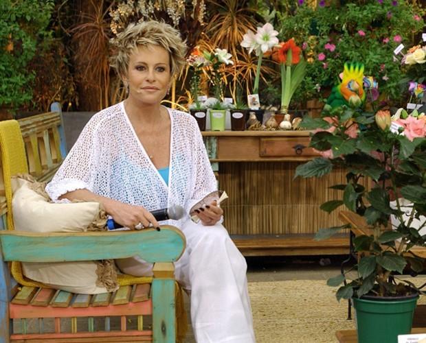 Ana Maria usa blusa vazada branca (Foto: Zé Paulo Cardeal / TV Globo)