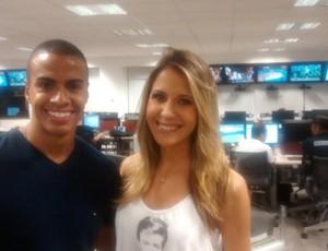 Thiago Oliveira e Bárbara Coelho, apresentadores do Tá na Área (Foto: Paola Loewe/SporTV)