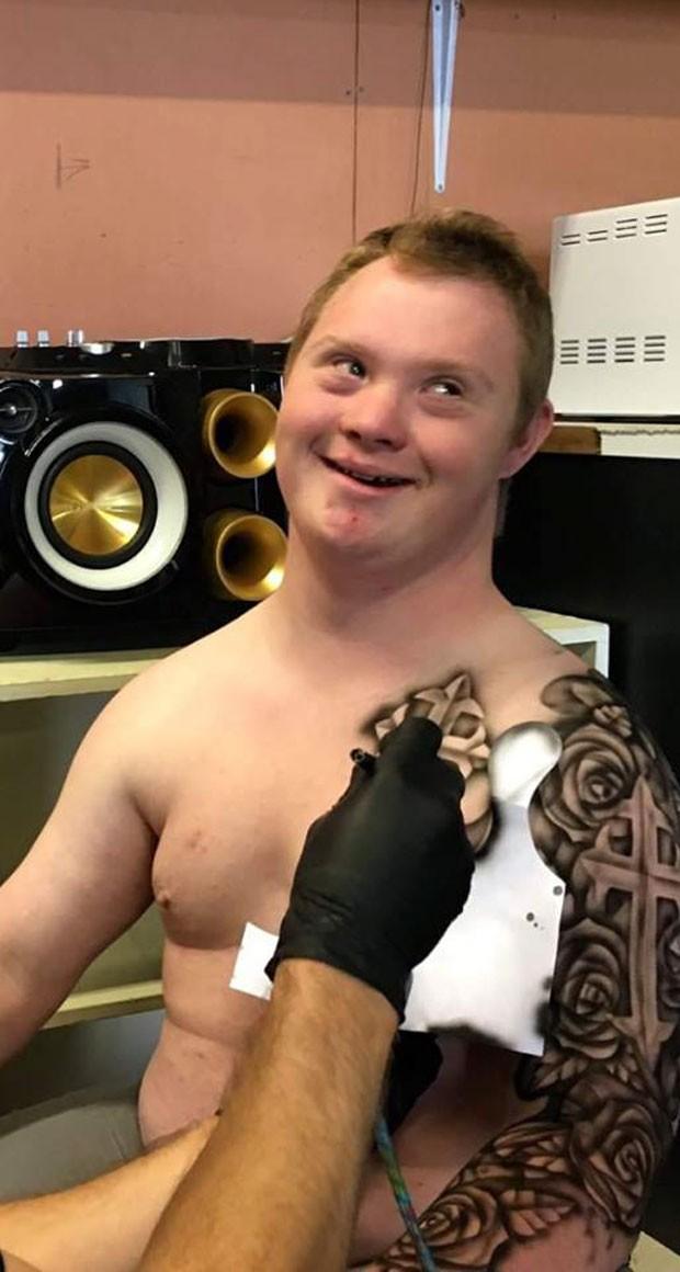 Para tornar a vida de crianças doentes mais alegre, artista cria tatuagens temporárias (Foto: Reprodução)