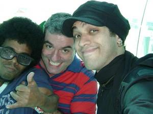 O ator Fernando Candido com os amigos Vitor Graciano e Ricardo (Foto: Arquivo pessoal)