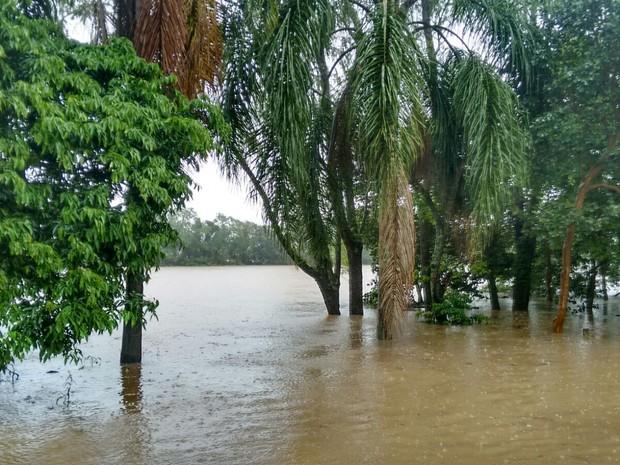 Rio Araranguá chegou a 2,44, mas baixou na sexta-feira (18) (Foto: Denise de Medeiros/RBS TV)