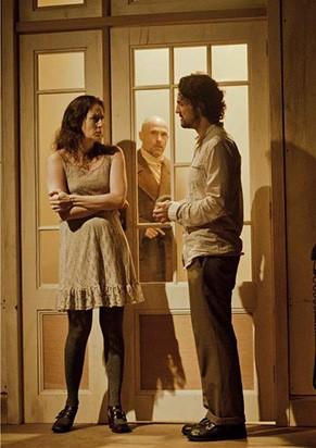 Os atores transitam entre as duas histórias (Foto: Ana Alexandrino)