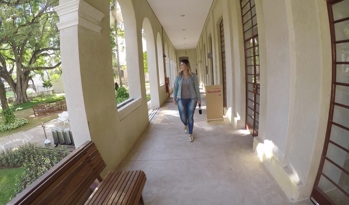 Jessica Leão no Museu da Imigração  (Foto: Reprodução / TV Diário )
