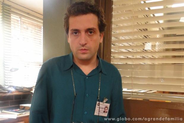Gregório Duvivier vive substituto de Lineu no episódio desta quinta (Foto: A Grande Família / TV Globo)