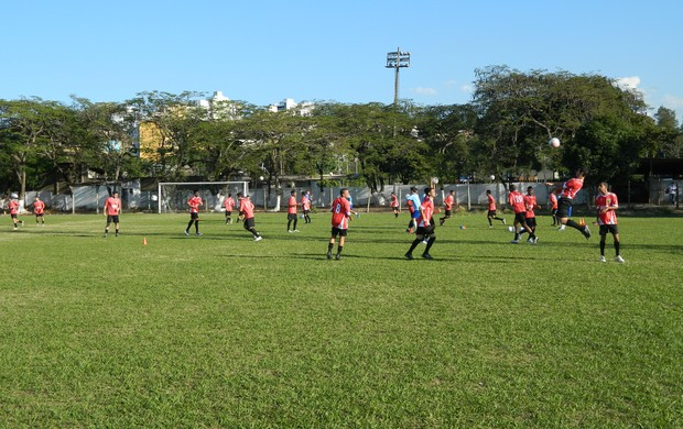 Jogadores do Trio Futebol iniciaram os trabalhos na tarde desta segunda-feira(15). (Foto: Kaleo Martins / Globoesporte.com)