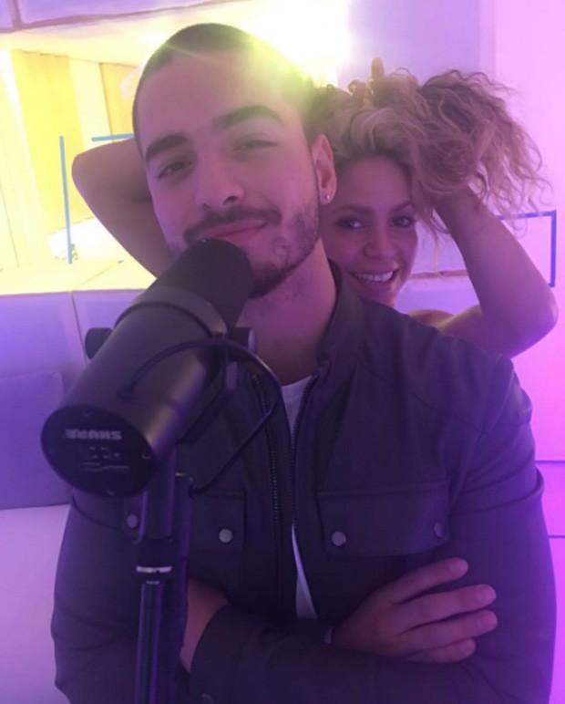 Shakira e Maluma em estúdio (Foto: Reprodução)
