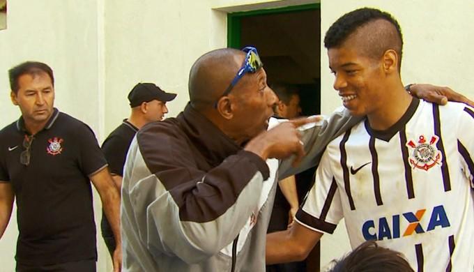 Jogador do Corinthians é alvo de xingamentos racistas em jogo da Taça BH, em Guaxupé (Foto: Reprodução EPTV / Devanir Gino)