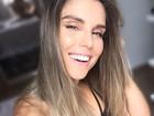 Flávia Viana exibe barriga sarada em selfie com roupa de ginástica