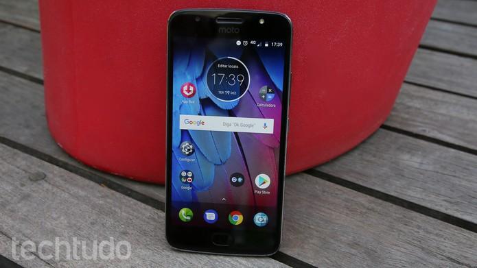 Moto G5S é um celular intermediário da Motorola lançado em agosto de 2017 (Foto: Ana Marques/TechTudo)