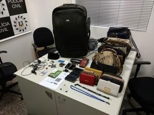 Alguns pertences furtados foram já recuperados pela polícia (Foto: Divulgação/Polícia Civil)