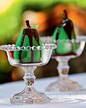 Peras na menta com calda de chocolate (Foto: Ricardo Corrêa/Editora Globo)