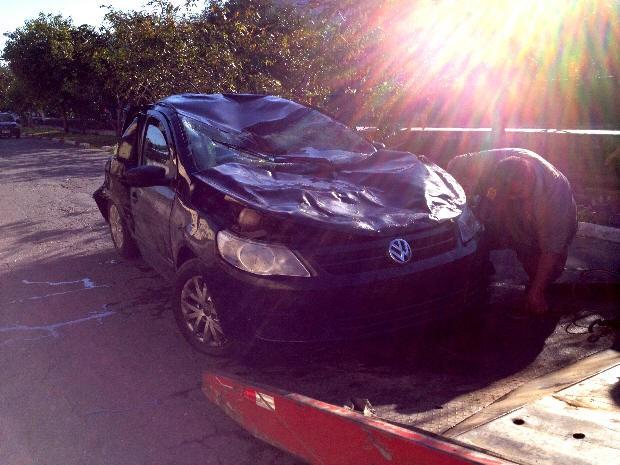 Acidente deixa dois jovens mortos e três em estado grave em São Vicente (Foto: Cristiane Amaral/TV Tribuna)