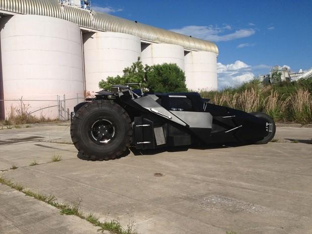 Batmóvel usado nos dois primeiros filmes da trilogia de Christopher Nolan  (Foto  Reprodução) 8d16cf7144