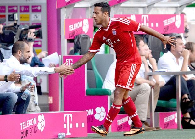 Thiago alcantara e Guardiola Bayern de Munique (Foto: Agência AFP)