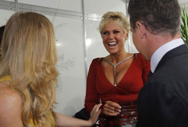 Xuxa com Angélica e Luciano Huck nos bastidores da festa Vem Aí (Foto: TV Globo/Divulgação)