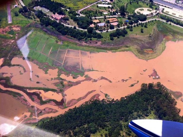 Nível de água em represa de Jundiaí está baixo (Foto: Carlos Fernandes/TEM Você)
