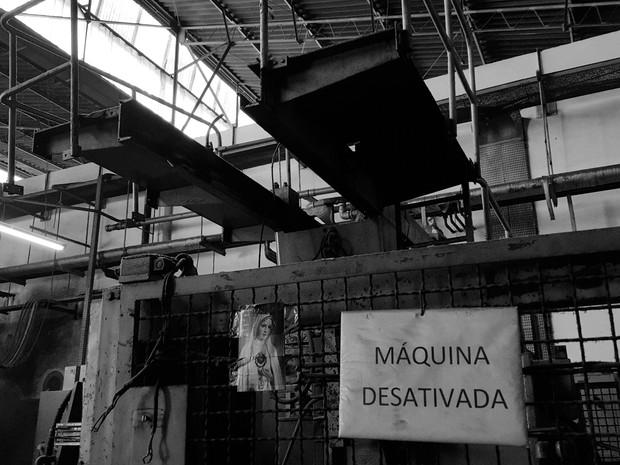 Máquina desativada da fábrica Flaskô (Foto: Fernando Pacífico)
