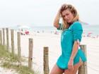 Veja mais fotos de Ludmila Dayer com sua prancha na praia da Barra da Tijuca