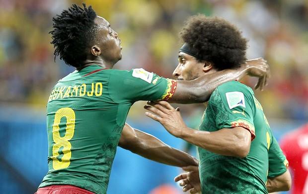 Benjamin Moukandjo e Benoit Assou-Ekotto confusão jogadores Camarões (Foto: EFE)