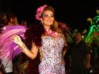 Com fantasia comportada, Geisy Arruda desfila na Águia de Ouro