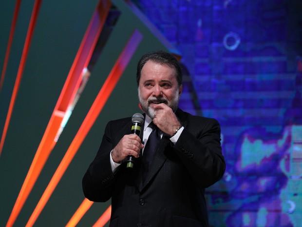 Tony Ramos se emociona ao receber prêmio em Gramado (RS) (Foto: Edison Vara/Pressphoto)