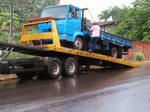 Caminhões de Adilson foram apreendidos (Foto: Reprodução/TV TEM)
