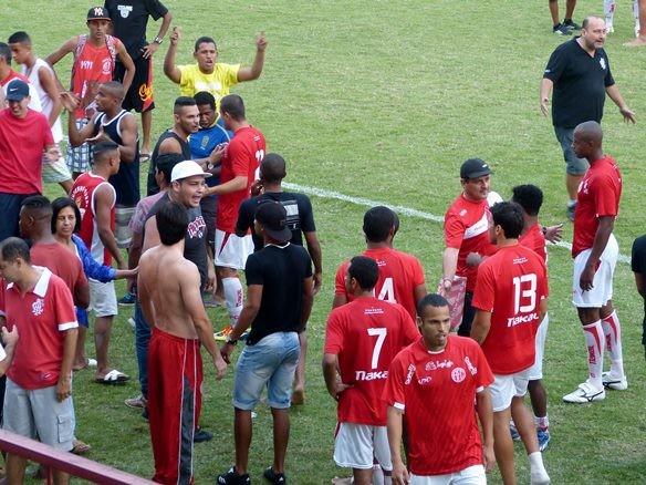 Confusão tomou conta do jogo do America-rj na Copa Rio (Foto: Futrio.net)