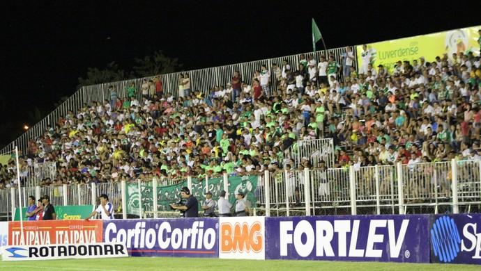 Torcida do Luverdense no Estádio Passo das Emas (Foto: Assessoria/Luverdense Esporte Clube)