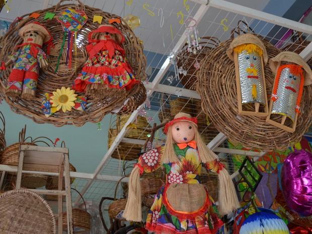 Itens de decoração são muito procurados na época das festas de São João (Foto: Rodrigo Menaros / G1 RR)