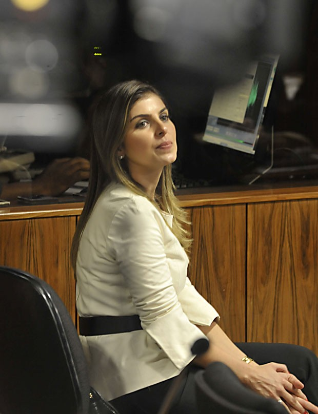 Andressa Mendonça durante depoimento de Cachoeira na CPI (Foto: José Cruz/Agência Brasil)