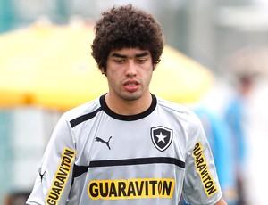 Bruno Mendes no treino do Botafogo (Foto: Jorge William / Ag. O Globo)