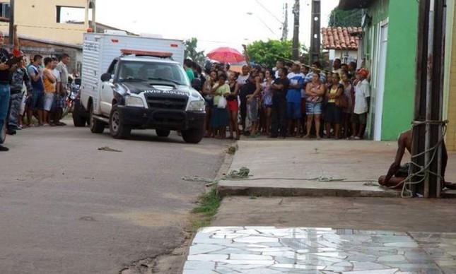 Cleidenilson Pereira da Silva foi linchado por pedestres que o amarraram em poste.  (Foto: Biné Morais)
