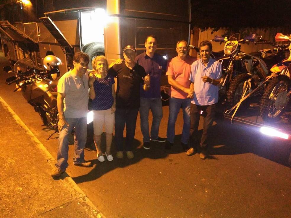 Dona Blanche, Fausto e companheiros motociclista se aventuraram na Serra da Canastra, no fim de março de 2017 (Foto: Fausto Moura/ Arquivo Pessoal)