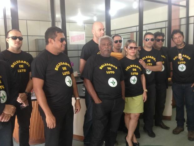 Delegados protocolaram documentos na Delegacia-Geral do Amapá (Foto: Abinoan Santiago/G1)