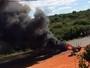 Manifestação com pneus queimados interdita BR-030, no sudoeste da BA