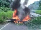 Manifestantes interditam ponte na rodovia PA-151, em Igarapé-Miri