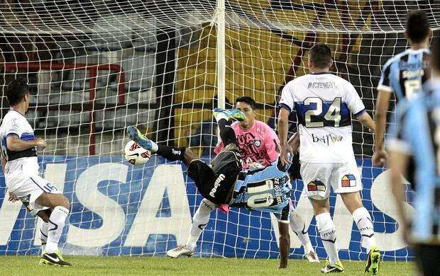Zé Roberto gol jogo Huachipato Grêmio (Foto: EFE)
