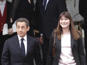 Sarkozy sai e Hollande toma  posse como presidente da França (Foto: AP)