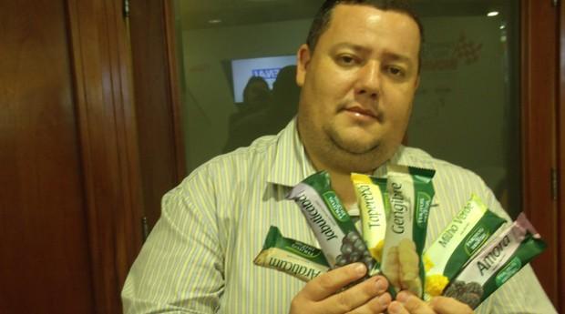 Ismael de Almeira durante o Open Innovation Week, que aconteceu em SP. Sorvetes foram distribuídos aos participantes para promover a marca na capital paulista (Foto: Flávia Bezerra)