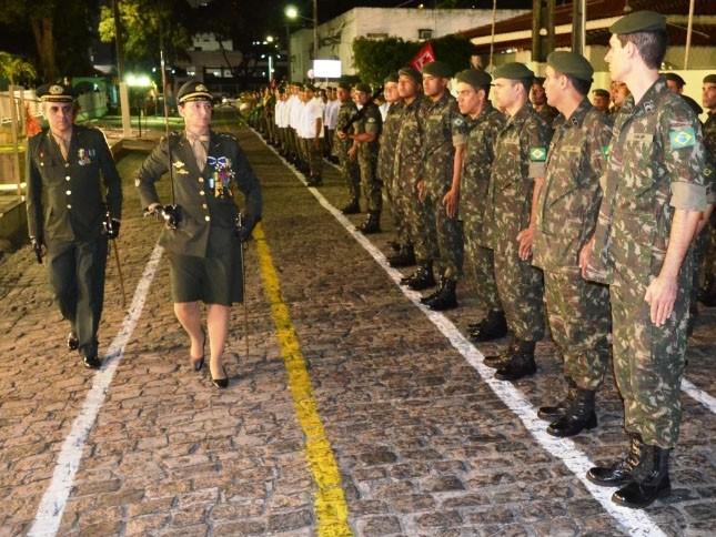 Major Carla Clausi é a primeira mulher a comandar uma unidade do Exército Brasileiro, em João Pessoa (Foto: Cap Carolina Alves/HGuJP)