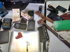 Polícia flagra ladrões com pertences de vítima a 50 metros do roubo em MS